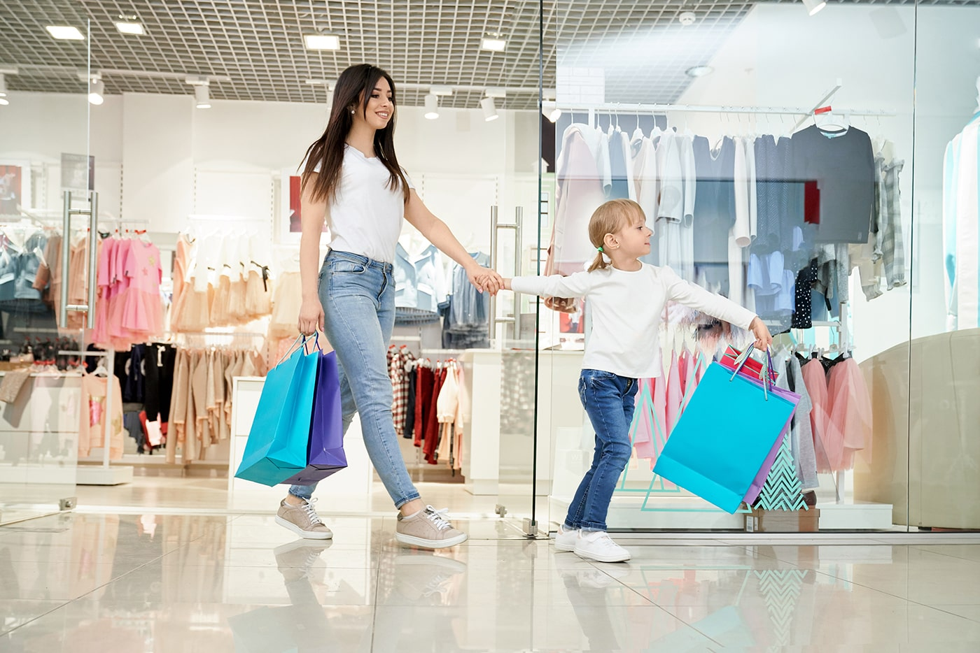 SH-İnşaat-alışveriş-yapan-aile